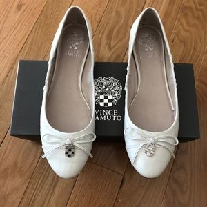 Vince Camuto white and silver accent flats. Size 8
